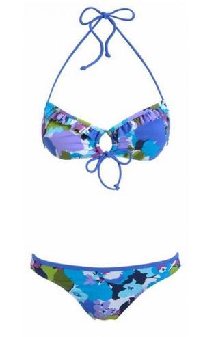 Usar perfumes valencia en verano en la playa o piscina